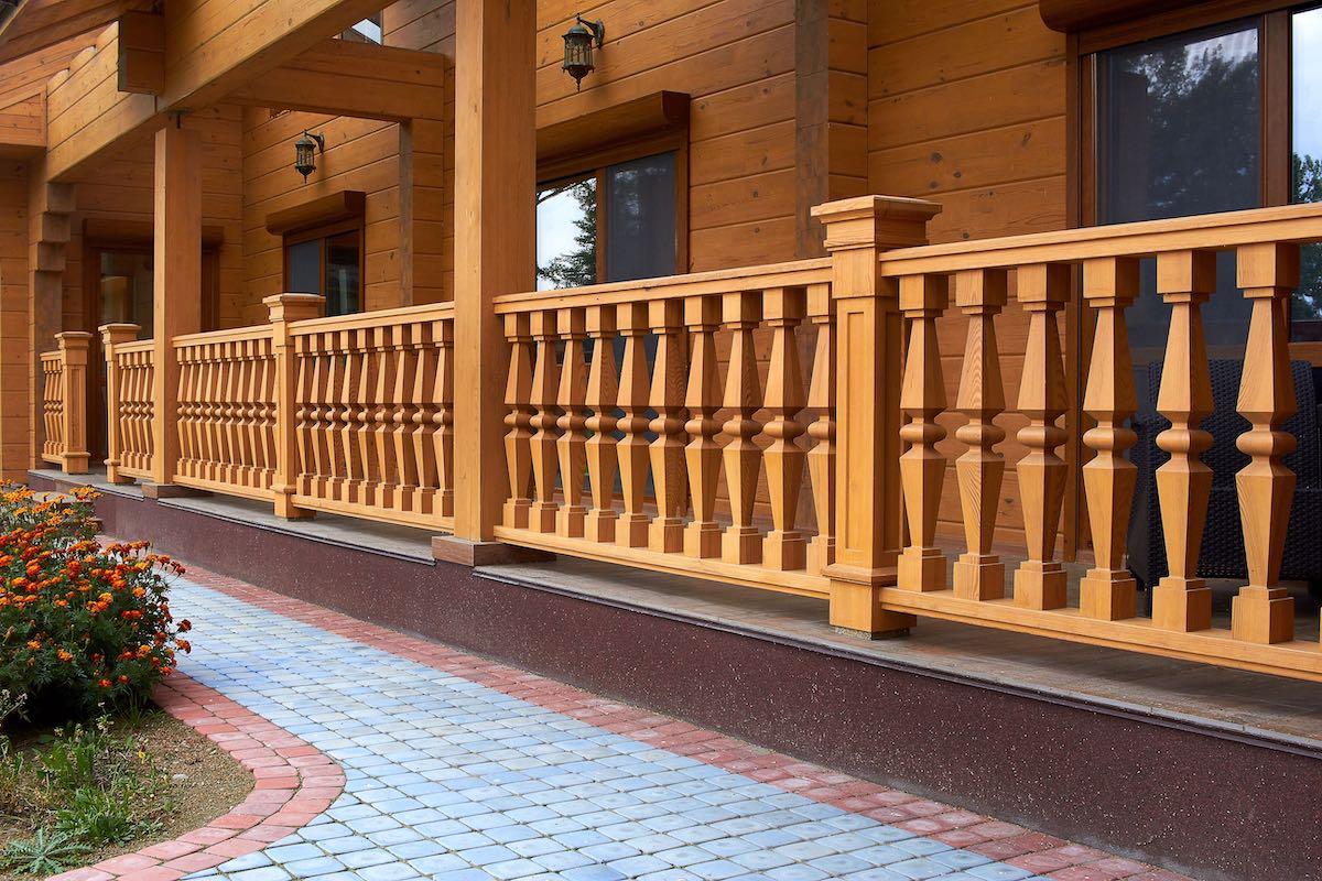 Строительство деревянных пергол и патио фото лежит