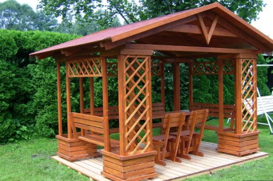 простой дизайн деревянной беседки