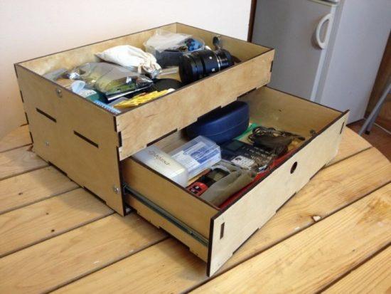 инструменты в выдвижном ящике