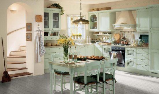 кухня в двухэтажном доме