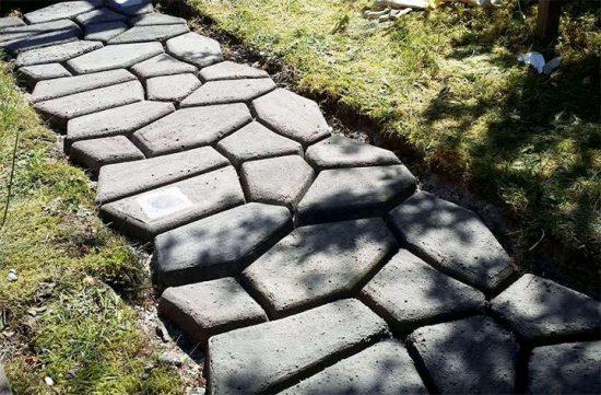 бетонная дорожка под камень