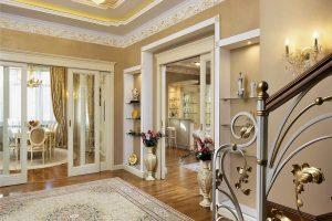 Интерьер загородного дома в классическом стиле: дизайн дома внутри, фото всех комнат в светлых тонах, эконом класса, с эркером